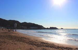 太陽と青い空、海の写真