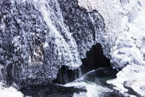 凍り付いた滝