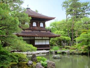 寺と池の写真