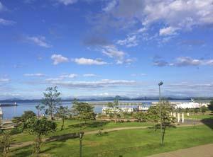 青空と琵琶湖の写真