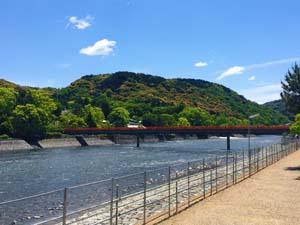 京都宇京都宇治川にかかる橋の写真治川にかかる橋