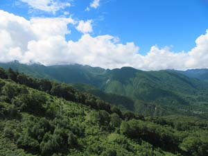 新穂高から望む山々の写真