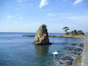 海と立石の写真
