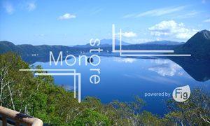青い空が反射した湖の写真