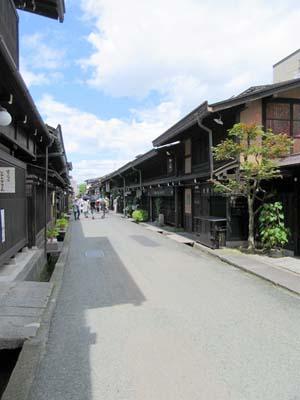 飛騨高山にある古い街並みの写真