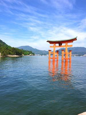 満潮時の厳島神社大鳥居の写真