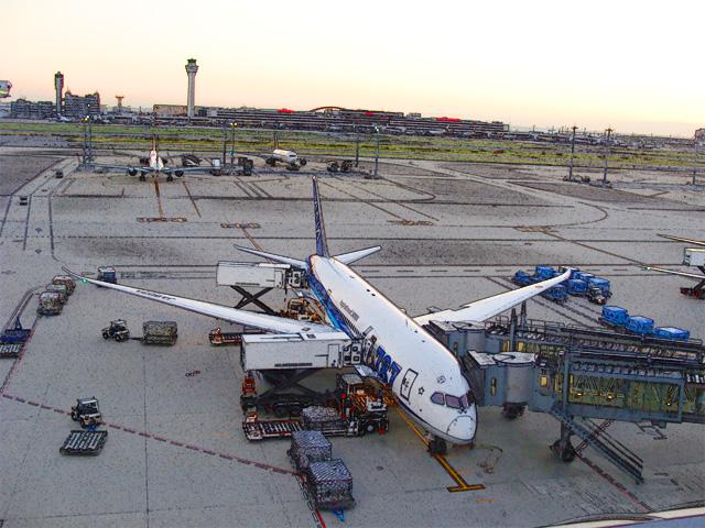colorsheet 羽田空港と飛行機のぬり絵20002完成イメージ