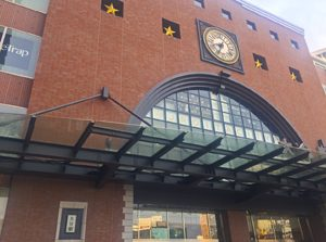 Photo of Oita station building and clock [Photo10206]