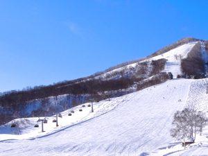斑尾高原スキー場と青空の写真[Photo10212]