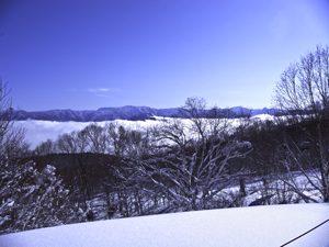 雲海と青空がみえる斑尾高原スキー場の写真[Photo10213]