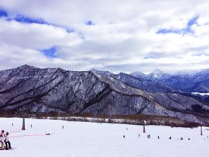 湯沢岩原スキー場から見るの山々の写真