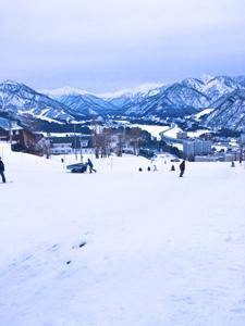 岩原スキー場と新潟の山々の写真