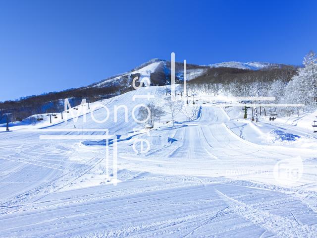 斑尾高原スキー場と青空の写真