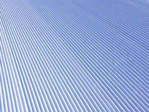 スキー場の圧雪車が作る綺麗な跡の写真[Photo10243]