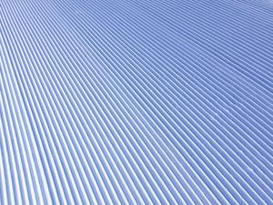 スキー場の圧雪車が作る綺麗な跡の写真