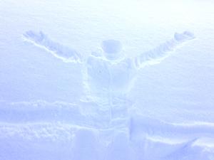 雪に残った人型の写真
